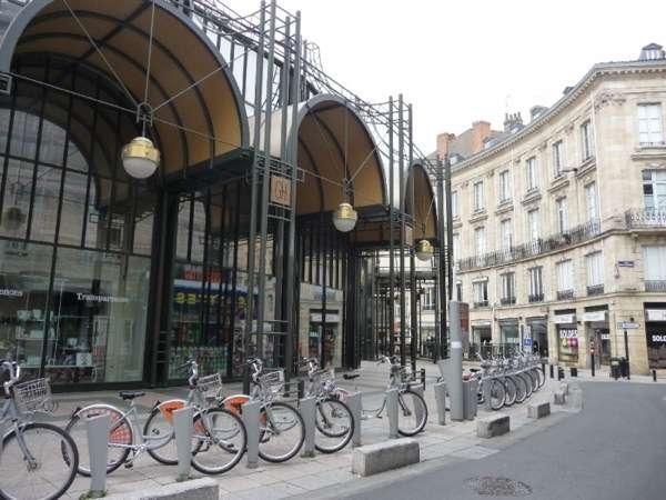 place-des-grands-hommes-a-bordeaux-700-83637