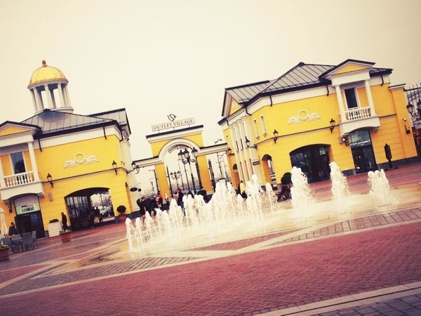 Outlet Village1