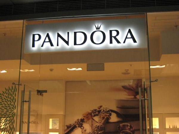 pandora-new-opening-in-moscow-L-p604i8