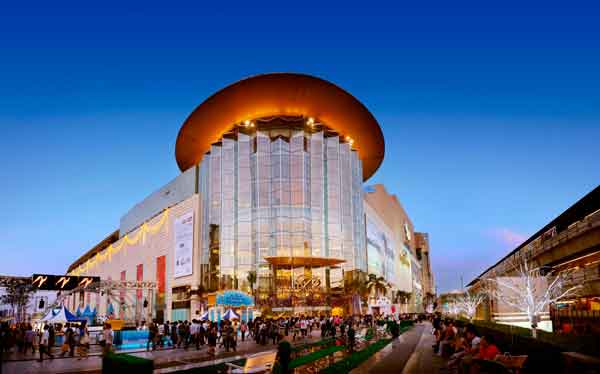 siam-paragon-shopping-center-at-night-bangkok-thailand